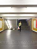 """Станция """"Сокольники"""". Промежуточная площадка по выходу пассажиров в город через наземный вестибюль, выполненный в виде арки с двухсторонним выходом  на аллею, ведущую к Парку культуры и отдыха """"Сокольники""""."""