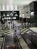 """Станция """"Воробьёвы горы"""". Северный вестибюдь.  Вестибюль оборудован четырёхленточным эскалаторным наклоном для входа и выхода пассажиров."""