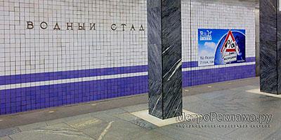 """Станция """"Водный Стадион"""". Станционный зал. Постеры на путевых стенах размером 4,0 х 2,0 м."""