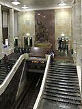 """Станция метро """"Партизанская"""". Высокий просторный станционный вестибюль"""