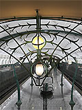 """Станция метро """"Славянский бульвар"""". Декоративная решотка над эскалаторным наклоном."""