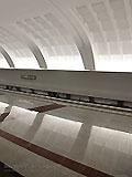 """Станция метро """"Митино"""". Перспективы станционного зала. Станционный свод имеет оригинальную подсветку акцентирующую рельеф свода. Поверхность свода разбита на мелкие световые ниши, освещеные светильниками-прожекторами, которые скользящим светом создают игру света и тени на своде."""