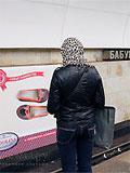 """Станция метро """"Бабушскинская"""". Реклама на путевой стене."""