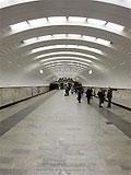 """Станция метро """"Бабушкинская"""". Оптимальноерасположение светильников и форма станционного свода создают ощущение простора и обилие света."""