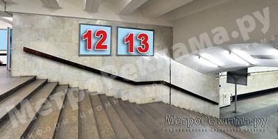"""Станция """"Бабушкинская"""". Северный подземный вестибюль станции. Лестница по входу/выходу пассажиров из станционного зала в подземный вестибюль. Несветовые щиты, рекламные места ?? 12, 13"""