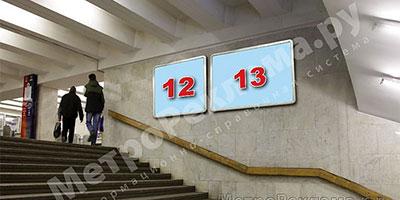 """Станция """"Бабушкинская"""". Северный подземный вестибюль станции. Лестница по входу/выходу пассажиров из станционного зала в подземный вестибюль. Несветовые щиты, рекламные места ??12, 13"""