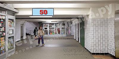 """Станция """"Бабушкинская"""". Южный подземный вестибюль станции. Подуличный переход, потолочная балкапо выходу пассажиров в город. Информационные указателиразмером 1,2 х 0,4 м. Рекламное место ? 50"""