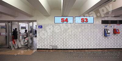 """Станция """"Бабушкинская"""". Южный подземный вестибюль станции. Подуличный переход, потолочная балкапо выходу пассажиров в город. Информационные указателиразмером 1,2 х 0,4 м. Рекламные места ?? 53, 54."""