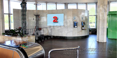 """Станция """"Ботанический сад"""". Южный наземный вестибюль станции. Несветовой щит, рекламное место ? 2. Хороший обзор по выходу пассажиров в город"""