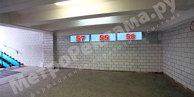 """Станция метро """"Беговая"""". Северный подземный вестибюль. Выход в город на Хорошевское шоссе. Рекламные места - информационные указатели ?? 57, 55, 58 размером 1,2 х 0,4 м."""