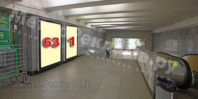 """Станция """"Новогиреево"""". Южный подземный вестибюль станции. Кассовый зал, левая стена по входу пассажиров на станцию. Щит световой размером 1,2 х 1,8 м. Рекламные места ?? 63, 1."""