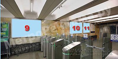 """Рекламные щиты по выходу пассажиров в город на станции """"Нагатинская"""""""