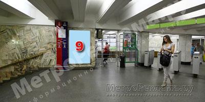 """Станция """"Марьино"""". Кассовый зал подземного вестибюля, несветовой щит ?9 по входу пассажиров в станционный зал"""