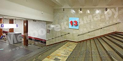 """Рекламный щит по входу пассажиров на станцию """"Каховская"""""""